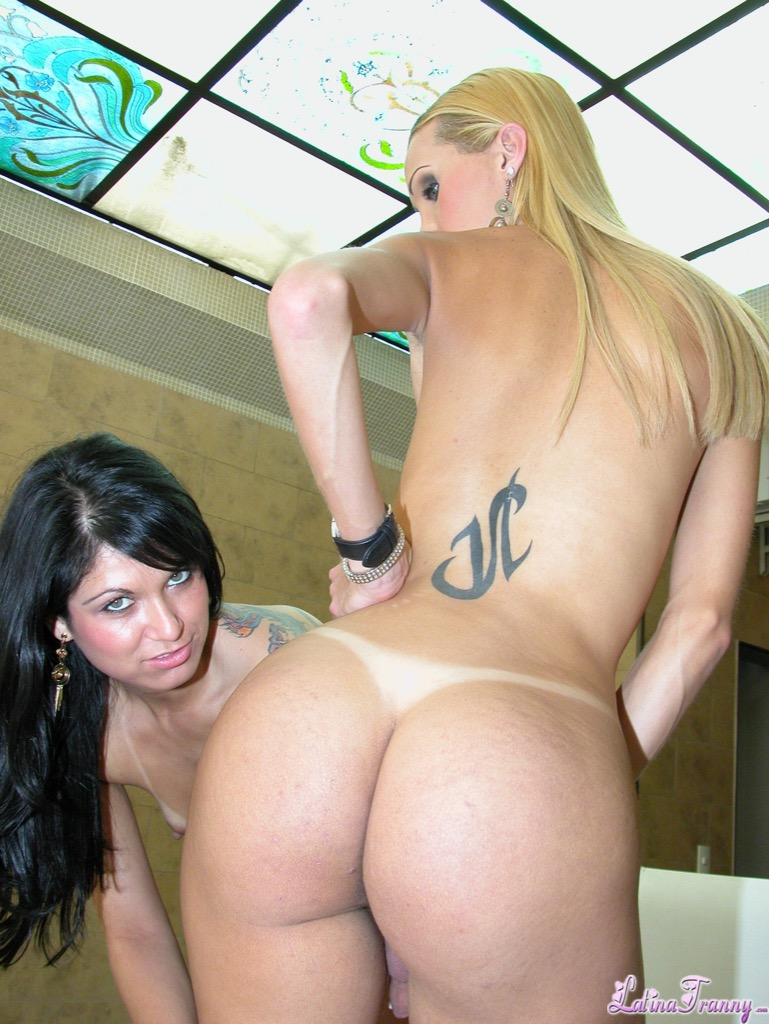 Renata davila loves pussy and she gets some and have sexual