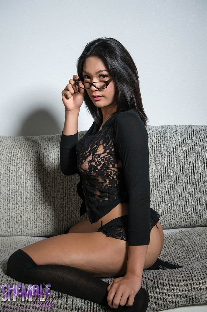 Candy in glasses gets hot and horny playing with her fuck stick.